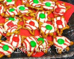 {Holiday Pretzel Kisses} – Last Minute Gift Idea or Party Snack!!